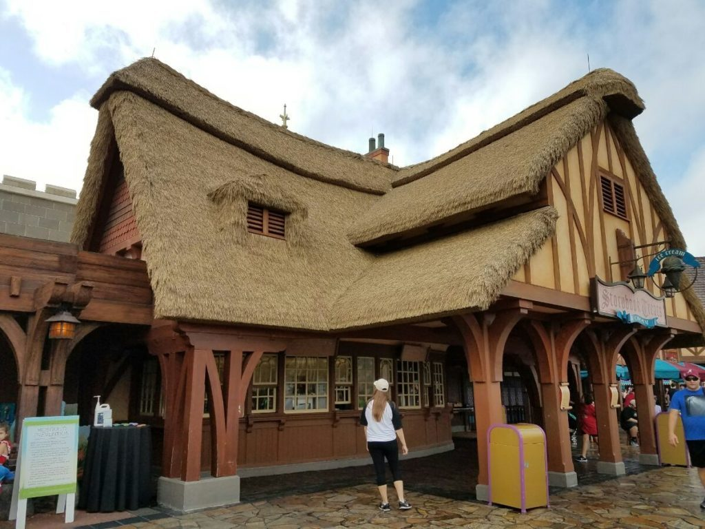 valley impervious to rot on synthetic thatch