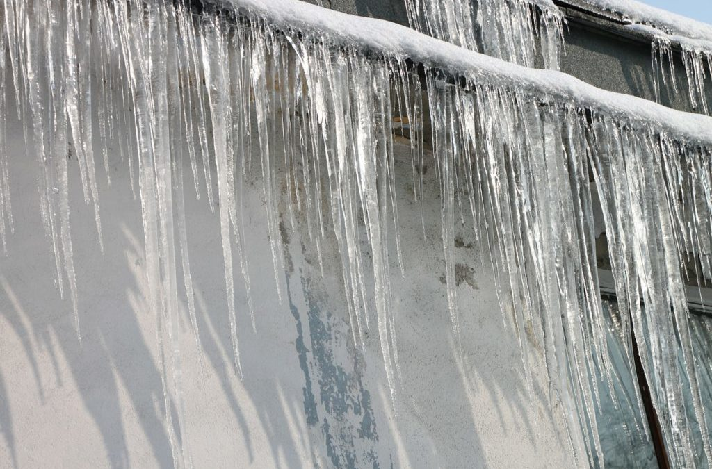 Endureed Synthetic Thatch Is A Great Way To Fight Ice Dams